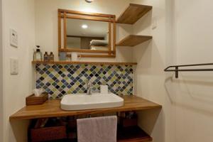 タイルと無垢材のリノベーション~洗面台~